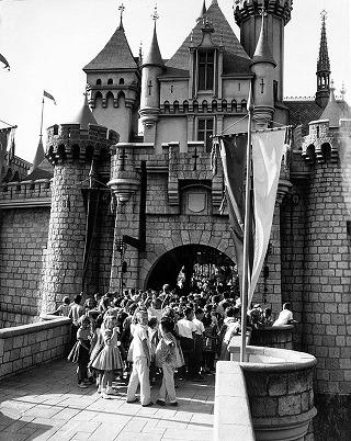 disneyland-opening-day-1955