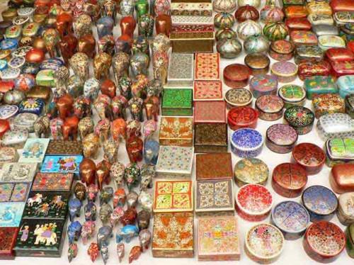 گشت و گذار در بازار Anjuna