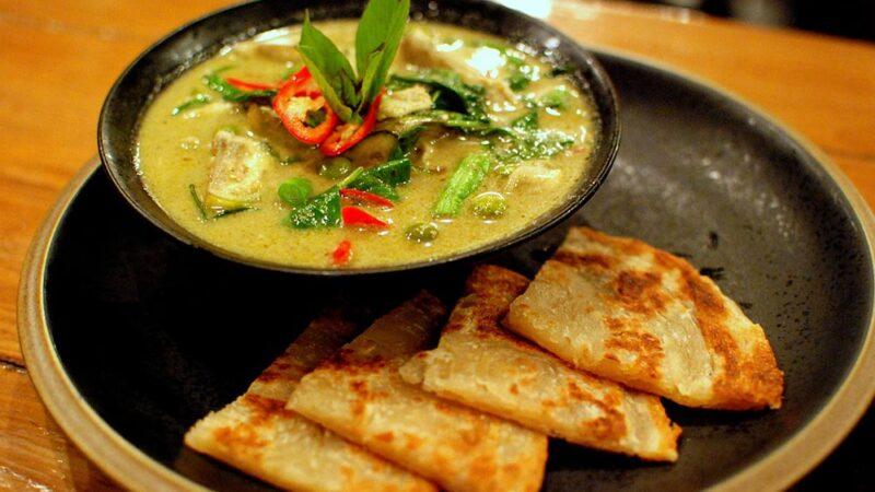 سوپ مرغ و کاری سبز