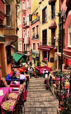 محله ای پر از رنگ در استانبول
