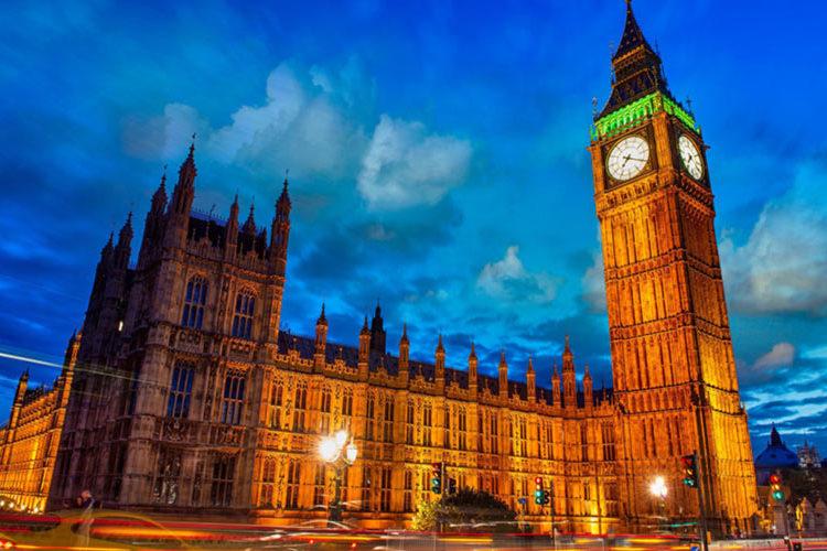 برج ساعت در شب