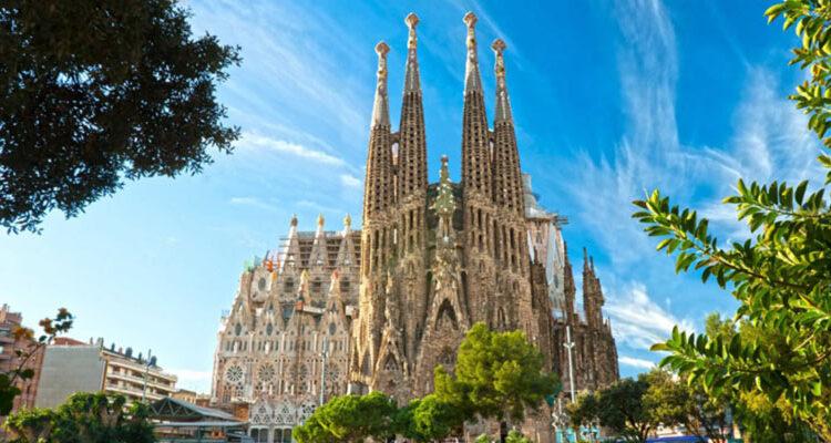 ساگرادا فامیلیا(Sagrada Familia)