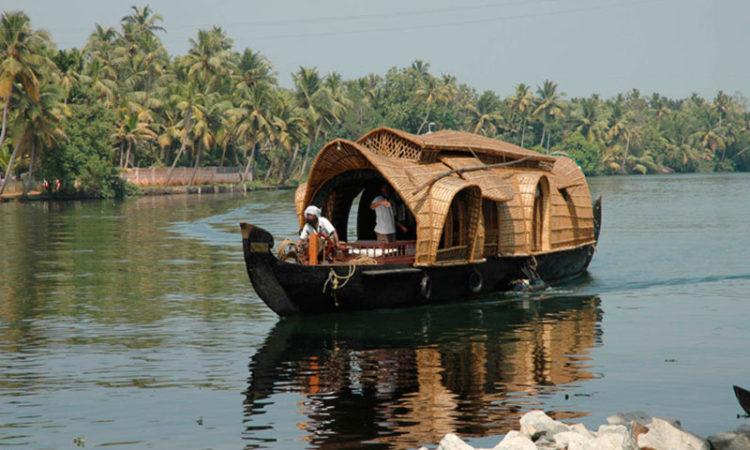 اقامتگاه های قایقی
