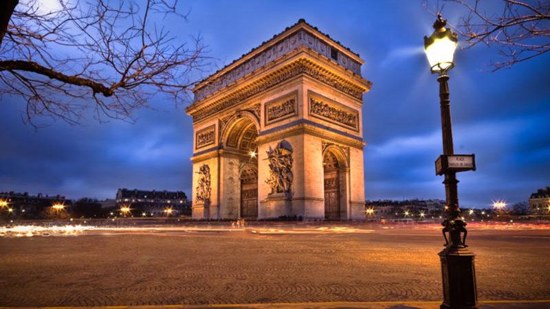 نمایی از طاق پیروزی پاریس