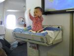 چند توصیه برای همراه بردن نوزادتان در سفرهای هوایی