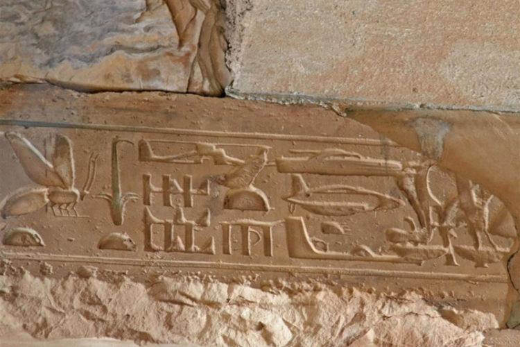 تصاویر هواپیما روی آثار تاریخی
