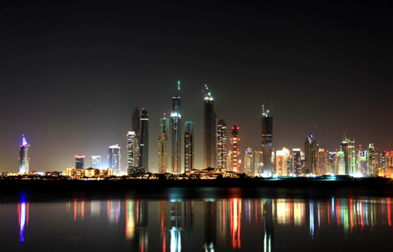 دبی در شب