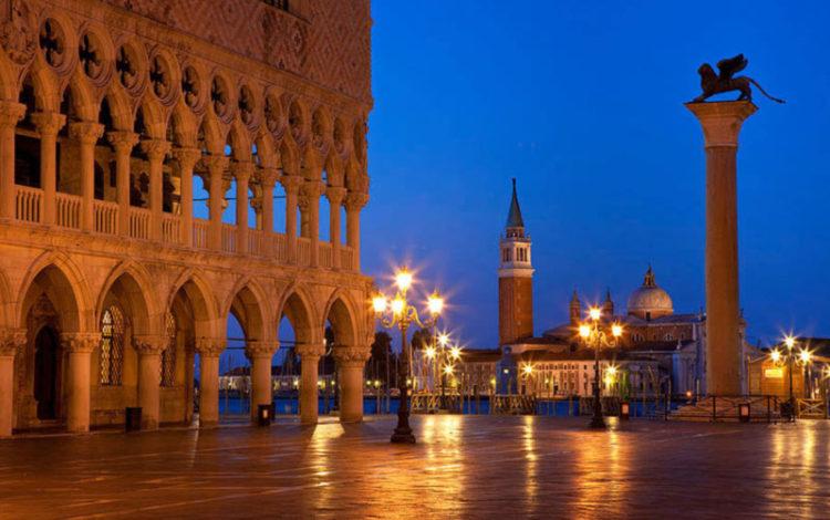 کاخ دوک در شب