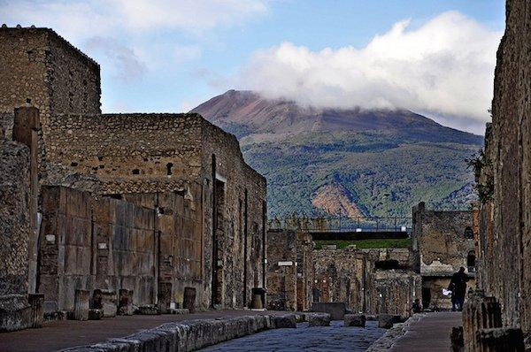 pompeii-under-vesuvius