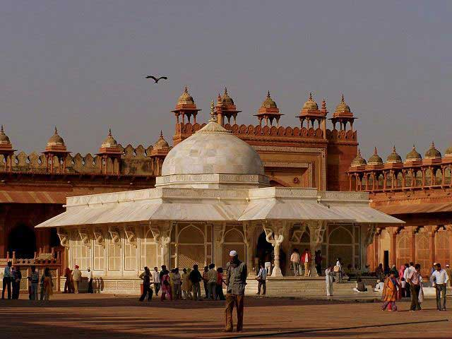 tomb-of-sheikh-salim-chisti
