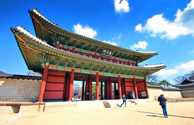 10-amazing-things-to-do-in-seoul-south-korea-gyeongbok-palace-sabrina