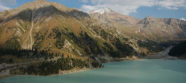 پیاده روی به مقصد دریاچه آلماتی