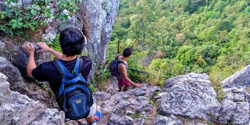hiking-bukit-tabur-malaysia_cs