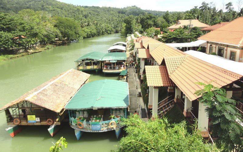 رستوران شناور غذاهای دریایی