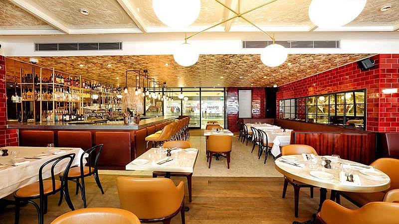 رستورانی در آک مرکز