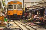 مائه کلونگ، بازاری در بانکوک که قطار از وسط آن می گذرد!