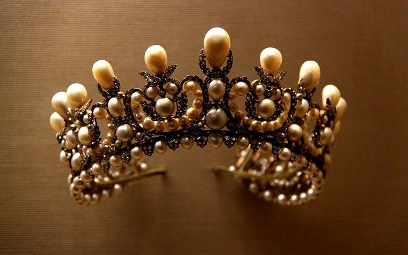 تاجی از جواهر موزه لوور