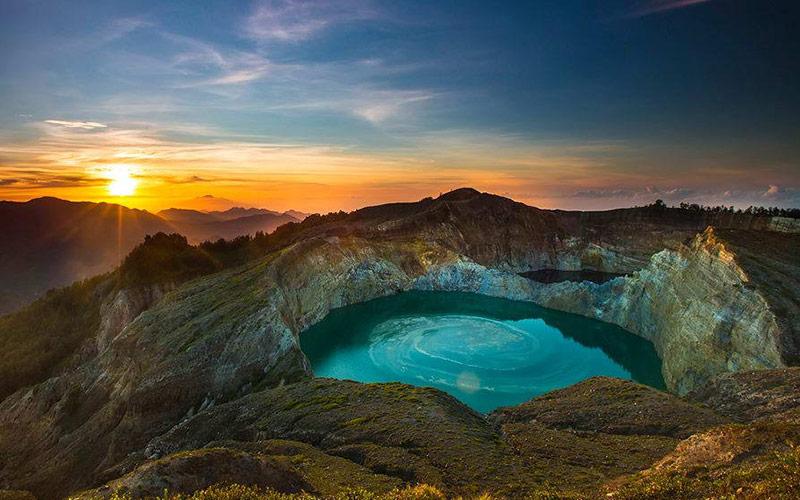 دریاچه ای زیبا در اندونزی