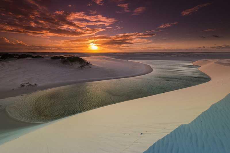 غروب آفتاب در پارک ملی لینسویز ماراینسیز برزیل