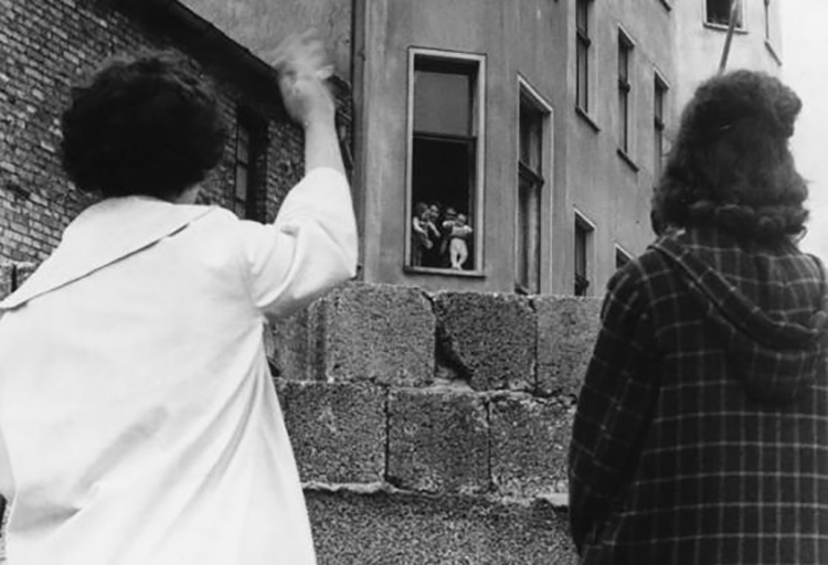 جدا شدن خانوارده از هم | دیوار برلین