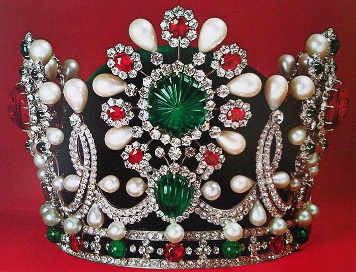 از جواهرات پهلوی در موزه