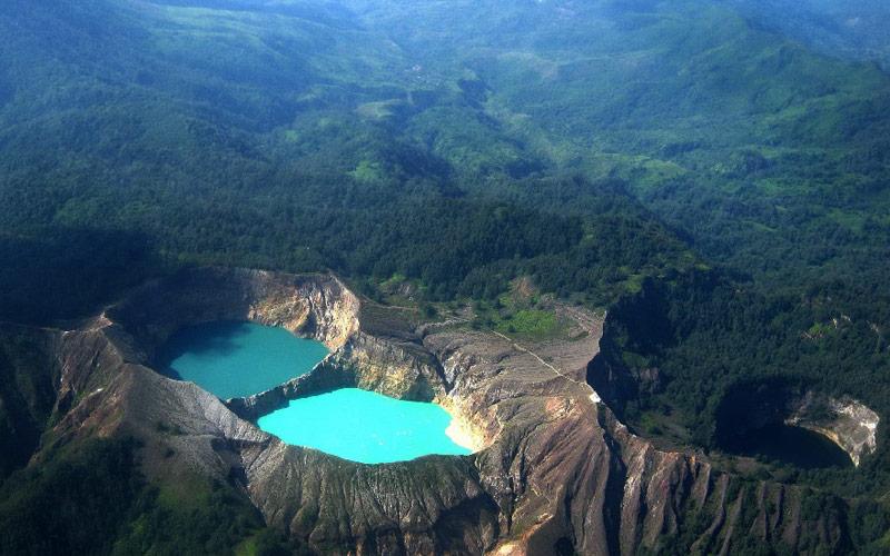 دریاچه کلیموتو در اندونزی