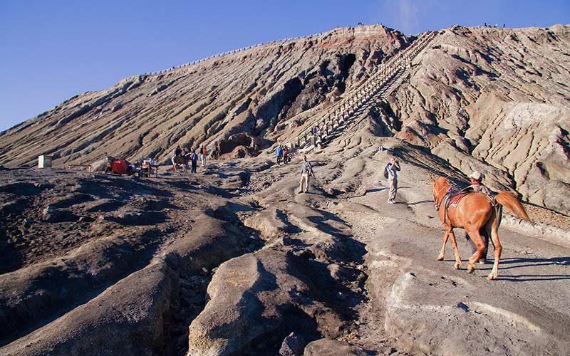 پله های کوه برومو