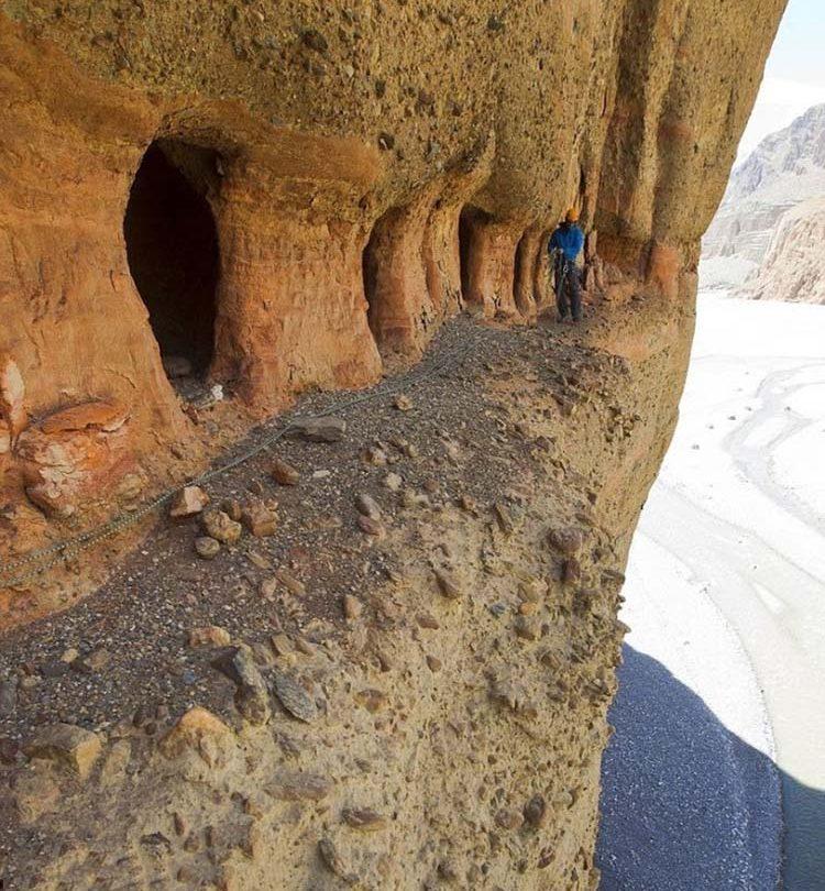 غارهای عجیب موستانگ