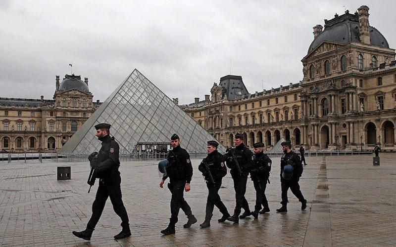 حمله تروریستی در موزه لوور