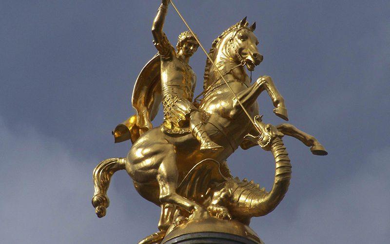 مجسمه طلایی از جورجیس