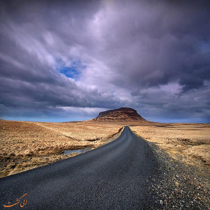 جاده ای زیبا در ایسلند