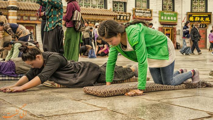 زنان در حال عبادت
