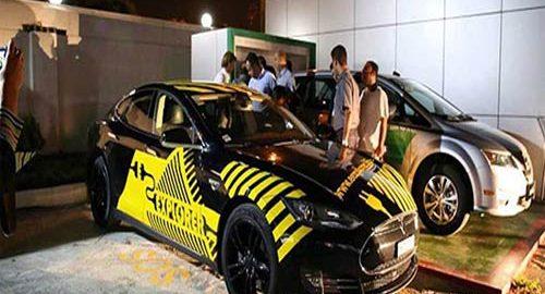 سفر زوج اروپایی با ماشین برقی به ایران