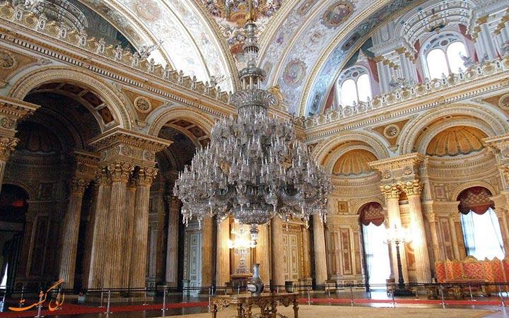 لوستر بزرگ کاخ