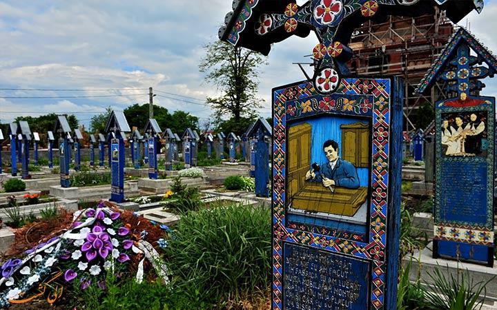 قبرستان رنگارنگ