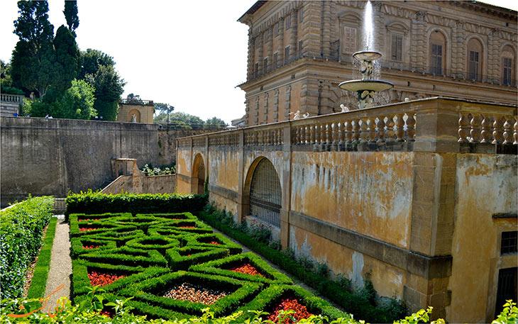 باغ های کاخ پیتی