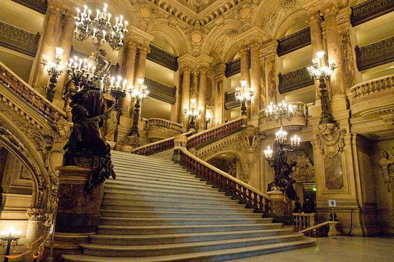 پله های کاخ گارنیه پاریس
