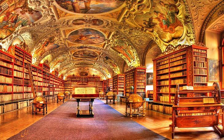 کتابخانه زیبای کلیسای استراهوف در پراگ