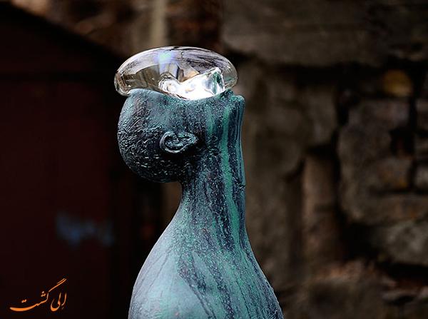 مجسمه مرد بارانی در اوکراین