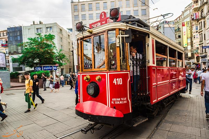 گشت و گذار در خیابان تکسیم استانبول