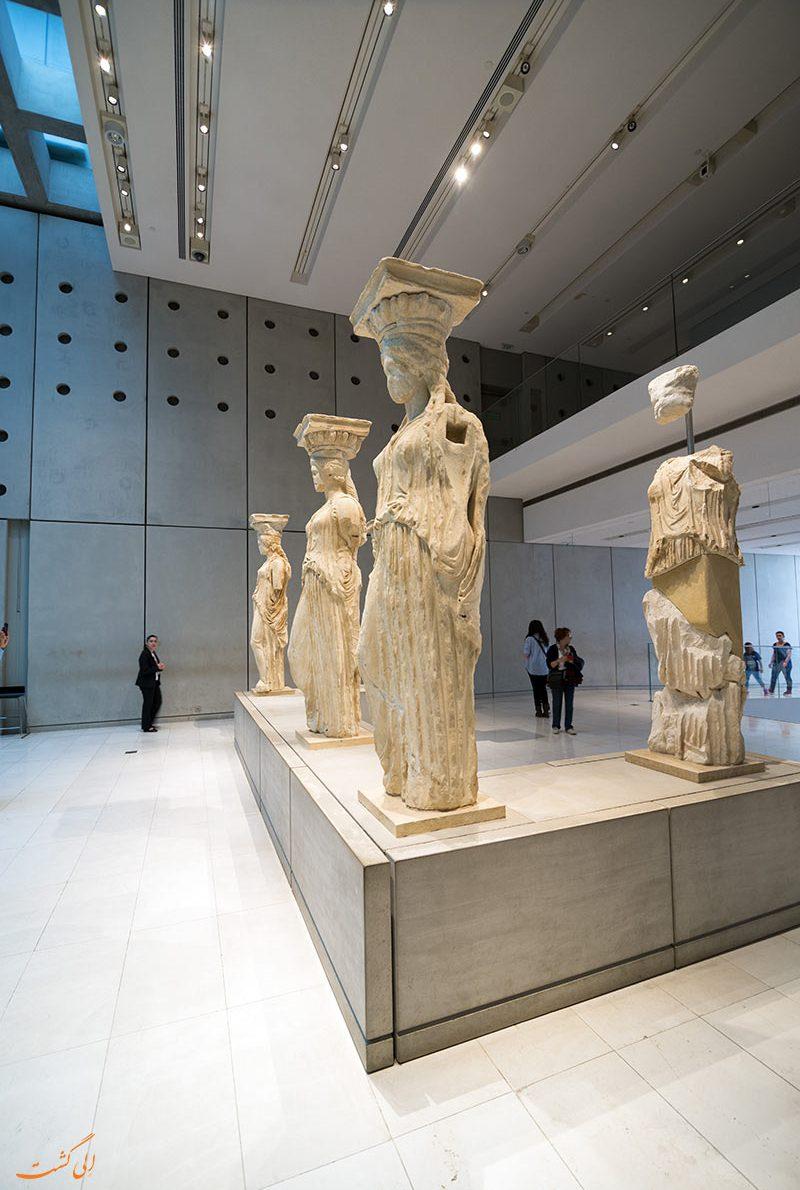 مجسمه هایی از نذورات مردم در آکروپلیس