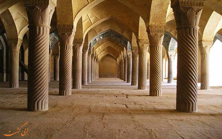 ستون های مسجد وکیل