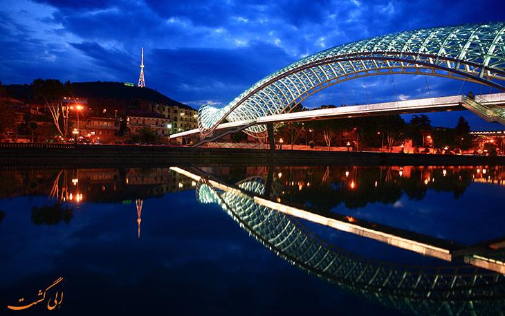 پل صلح در شب