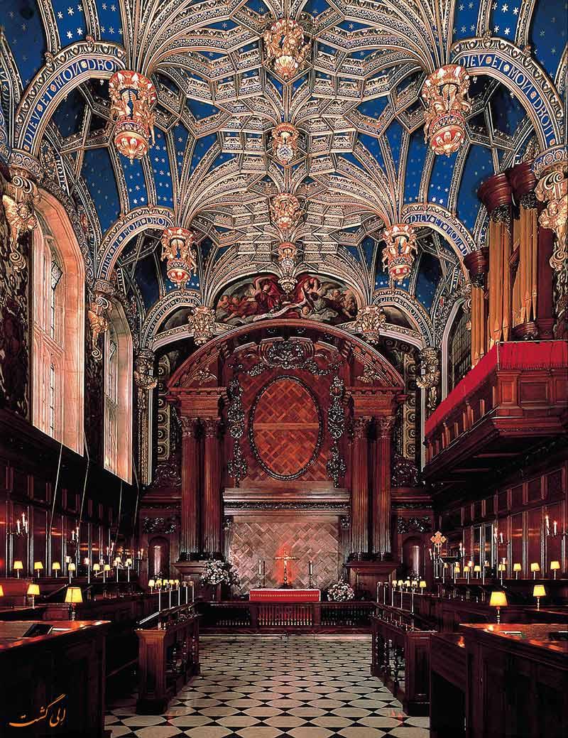 داخل کاخ همپتون کورت در انگلستان