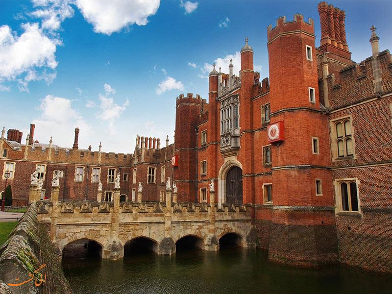 کاخ همپتون کورت در انگلستان