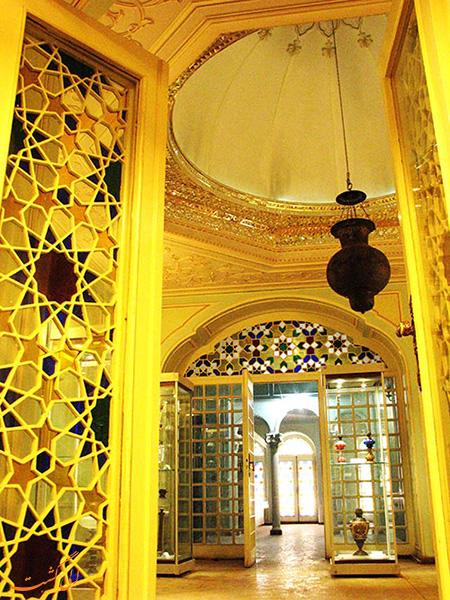 قصر آیینه در یزد