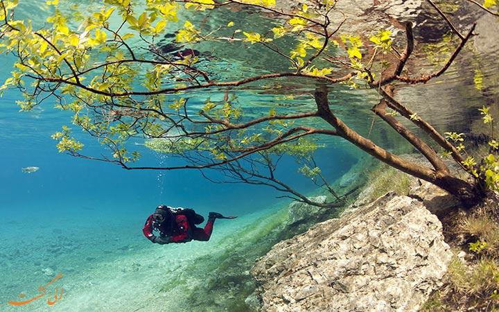 پارک در زیر آب های دریاچه