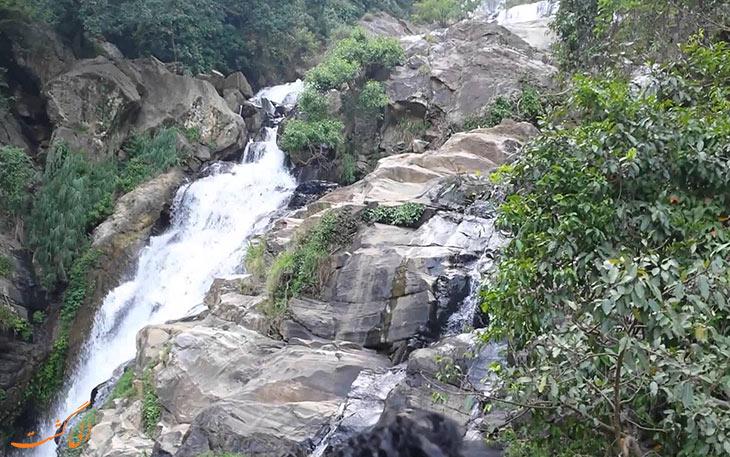 آبشار زیبا د سریلانکا