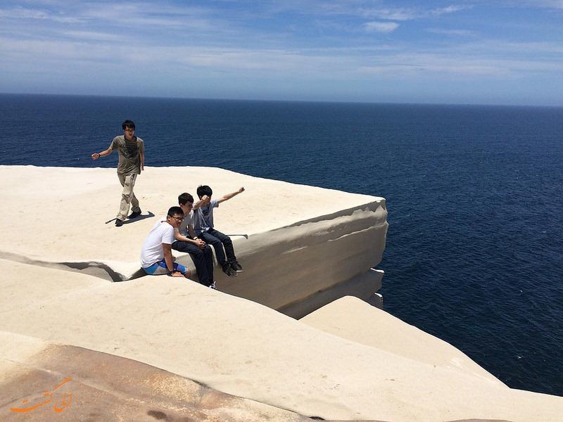 توریست های صخره کیک عروسی در استرالیا