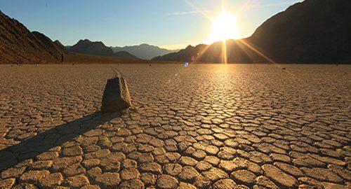 سنگ های متحرک دره مرگ